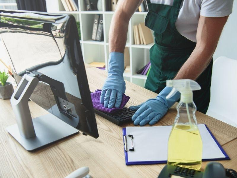 Jak często powinno być sprzątane biuro?
